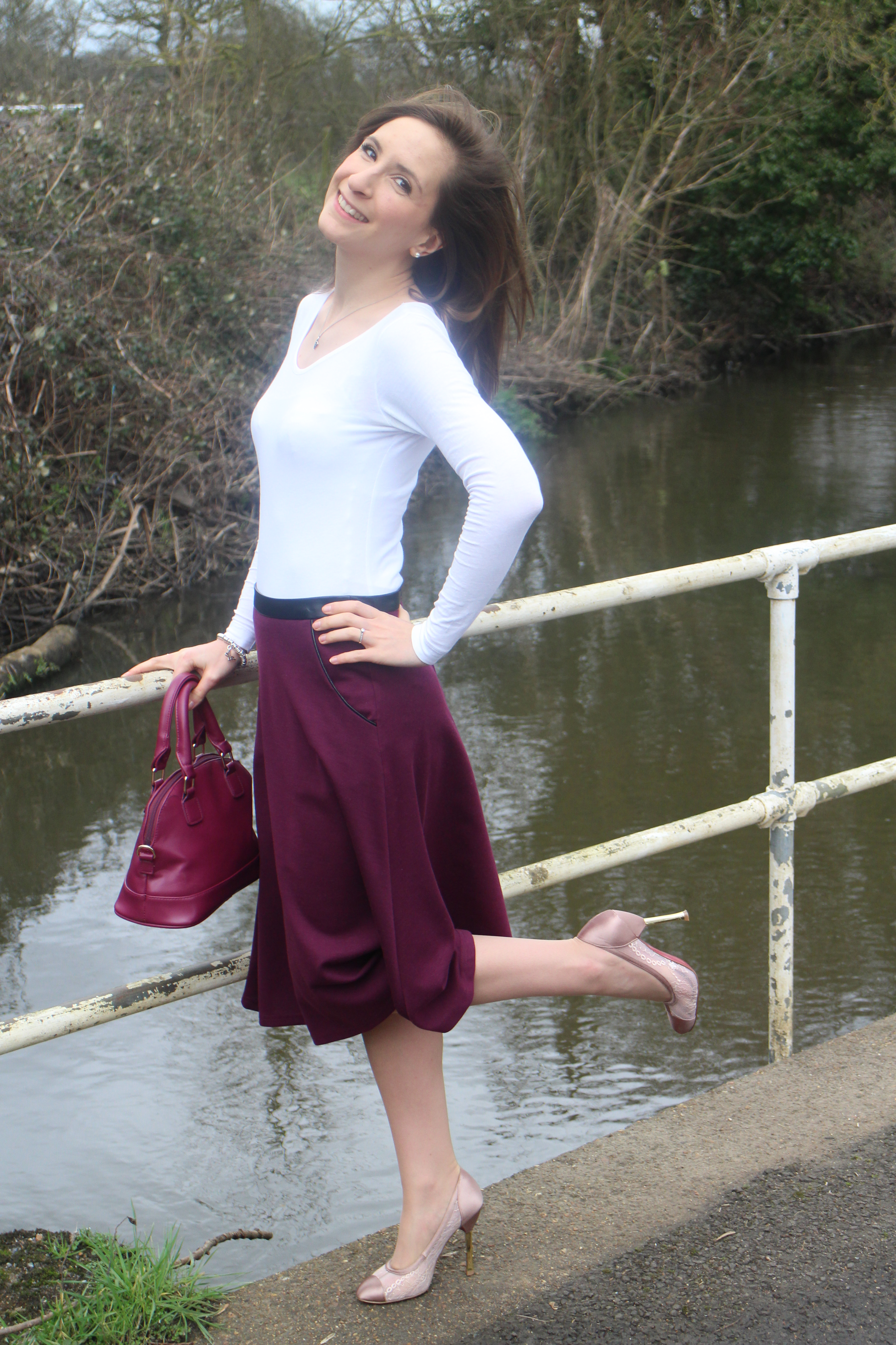 51498a3313 Girl in the plum skirt - Naomi Lilly